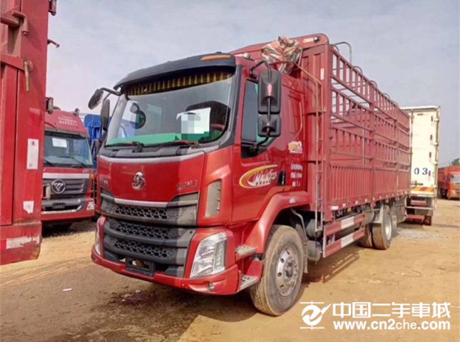 东风柳汽 新系列M3 M3中卡 220马力 4X2 6.8米排半仓栅式载货车