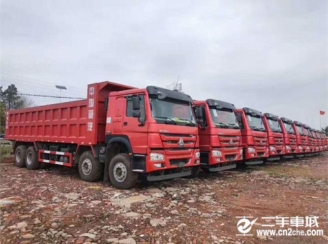 中国重汽 豪沃 前四后八库存新车
