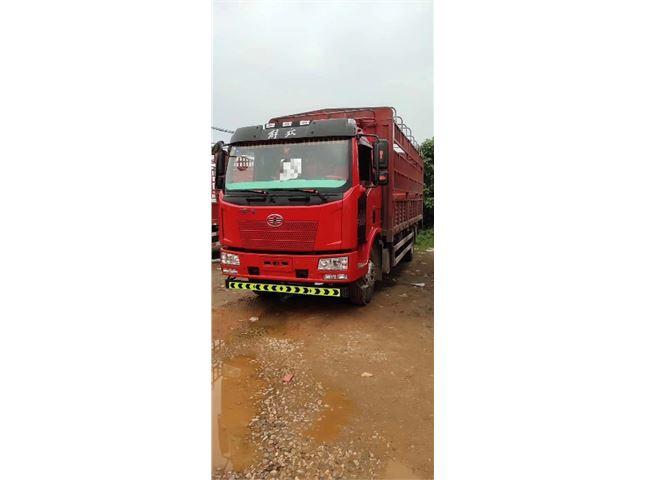 一汽解放 J6L 中卡180马力4X2 6.8米仓栅式载货车
