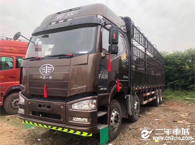 一汽解放 J6P 重卡 350马力 8×4 仓栅式 排半 载货车(CA5310CCYP66K2L7T4E5)