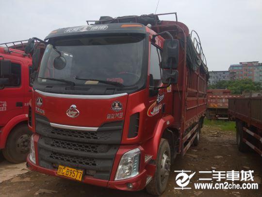 东风柳汽 乘龙M3 中卡 180马力 4X2 6.8米排半仓栅式载货车