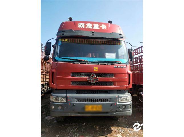 东风柳汽霸龙507重卡270马力8X4前四后八价格8.00万