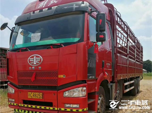 一汽解放 J6P  重卡 350马力 8X4 仓栅载货车