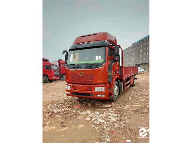 一汽解放 J6P 重卡 240马力 6×2 厢式载货车