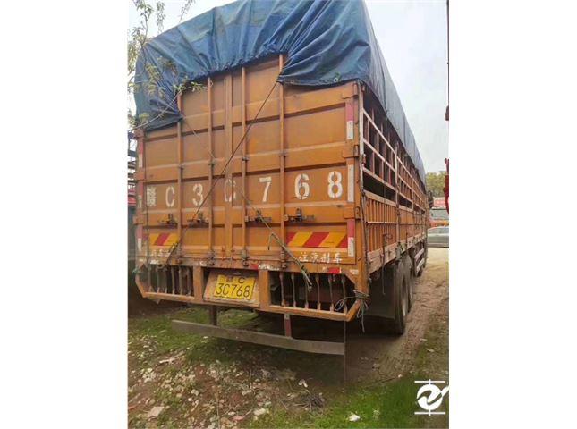 东风柳汽 乘龙 H7重卡 350马力 8X4 9.6米排半仓栅式