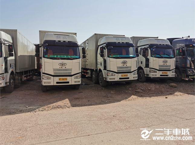 一汽解放 J6P 前四后四9.6米箱式貨車