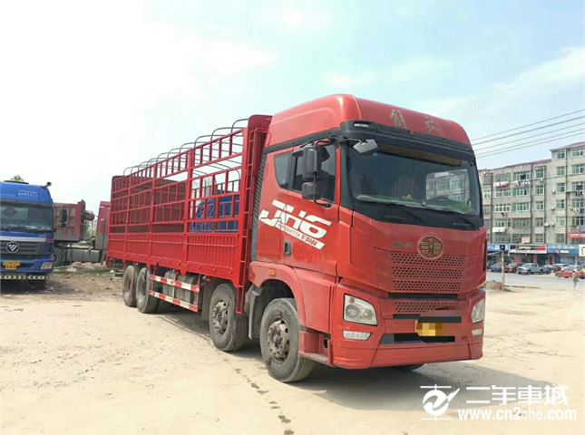 青岛解放 JH6 JH6重卡 350马力 8X4 9.5米仓栅式载货车