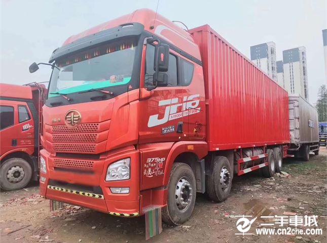 青岛解放 JH6 375马力9.6米前四后八厢式载货车