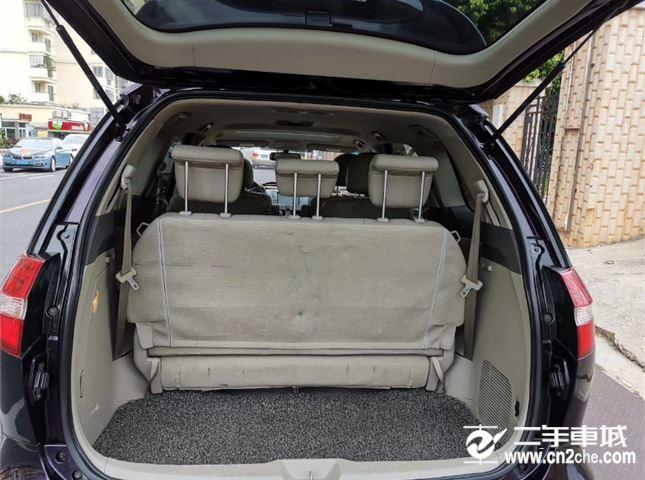 比亚迪 M6 2.4L 自动 尊贵型