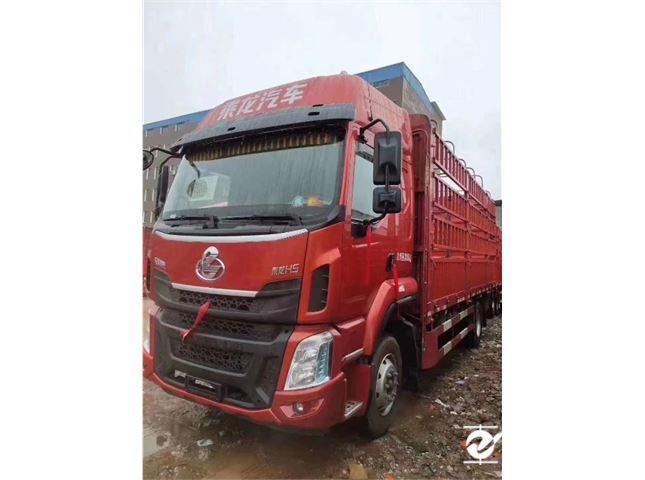 東風柳汽 乘龍H5 中卡240馬力4X2 6.8米倉柵式載貨車
