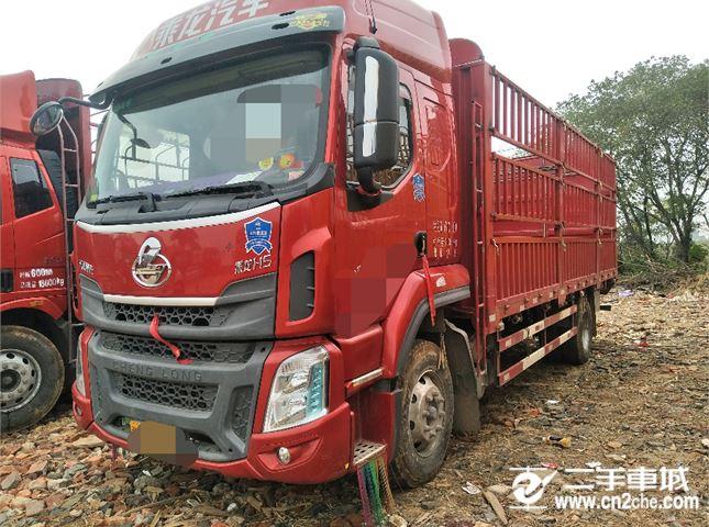 東風柳汽 乘龍H5 中卡220馬力4X2 6.8米倉柵式載貨車