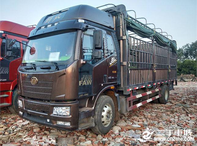一汽解放 J6L 中卡領航版240馬力4X2 6.75米欄板載貨車