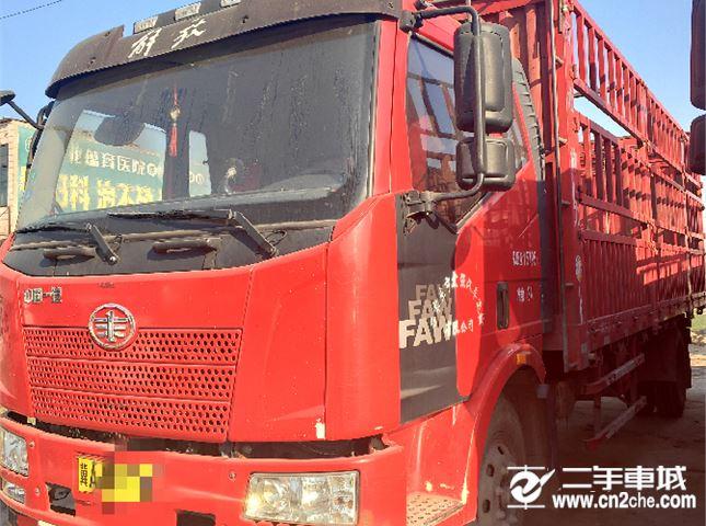 一汽解放 J6L 载货车 中卡180马力4X2 6.8米仓栅式载货车
