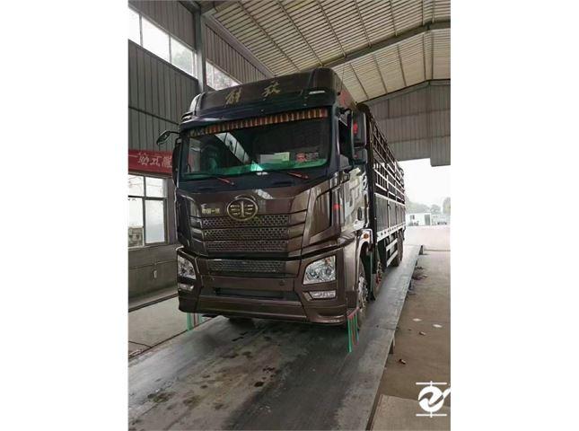 青岛解放 JH6 载货车 H6重卡 420马力 8X4 9.5米仓栅式载货车(3.727速比)