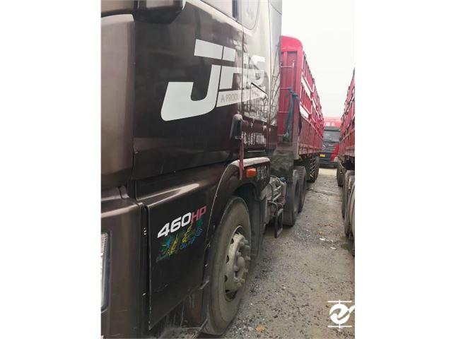青岛解放 JH6 460马力牵引车