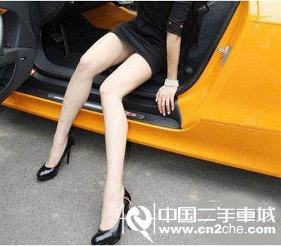 如果穿细高跟鞋子开车