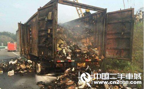 北京 泉州/据交警描述,该货车从北京开往泉州,车上共有1万多件快递,重达...