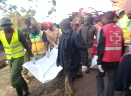 肯尼亚一辆大巴撞上卡车 事件造成三十人遇难多人受伤