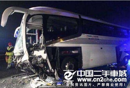 加拿大中国35人旅游大巴车祸
