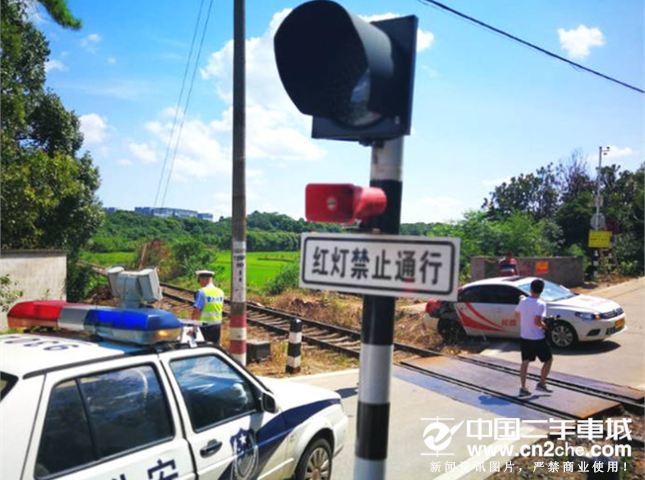 湖南教练车撞火车