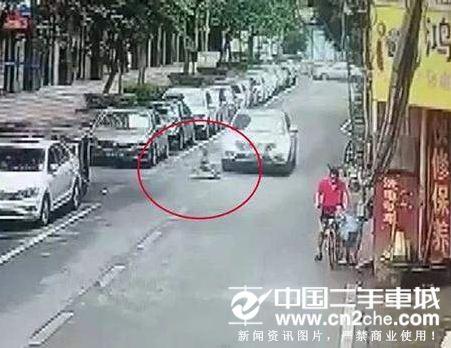 南宁4岁男孩路中央玩扭扭车遭碾死车祸