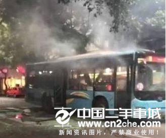 四川公交发生爆炸致17人受伤 嫌疑人在逃