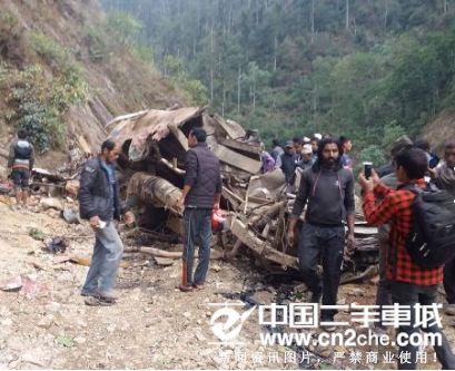 尼泊尔发生严重坠河车祸致11人死亡 路况是原因之一
