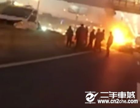 俄罗斯特斯拉自动驾驶再出车祸 自动<a href='http://news.cn2che.com/html/list_436_1.html' target='_blank'>驾驶</a>未来在哪?