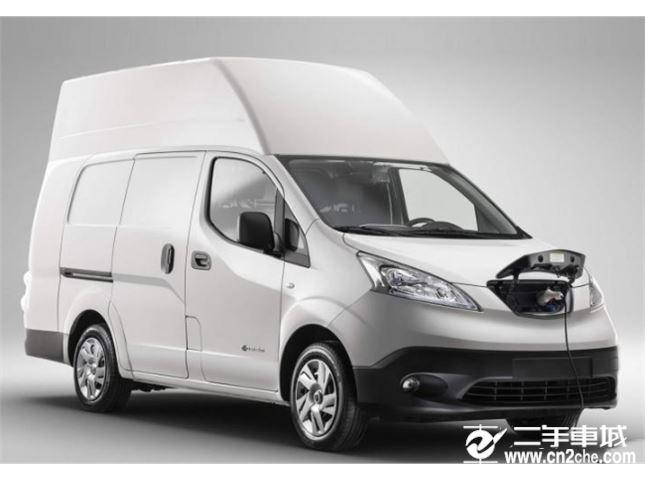 居家风格  日产e-NV200 XL Voltia厢式货车官图 日前,<a href='http://www.cn2che.com/buycar/c0b30c0s0p0c0m0p1c0r0m0i0o0o2' target='_blank'>日产</a>e-NV200 XL Voltia官图正式发布。相较于普通版e-NV200厢式货车,新车车内空间得到进一步拓展。 e-NV200 XL Voltia采用车顶扩容套件,相比与普通版车型,新车长度增加50cm,高度增加42cm。凭借加高的车顶及加长的车身,新车货舱的长宽高分别为2500/1500/1900mm,车内储存空间达到了最大8立方米(8000升),标准车型则为6立方米(6000升)。此外,新车的有效载重达到了580kg。内饰方面,新车整体与普通版车型采用相同的设计,整体偏向居家风格。同时,新车采用了Nissan Connect系统,该系统集成音频播放、导航和通信系统,并支持智能手机映射。值得一提的是,副驾驶座椅拥有可向下折叠功能,折叠后形成一张简易办公桌。 动力方面,e-NV200 XL Voltia搭载最大功率为107马力,峰值扭矩为138牛·米的电机和40kWh锂离子电池组。传动系统方面匹配电动车单速变速箱。