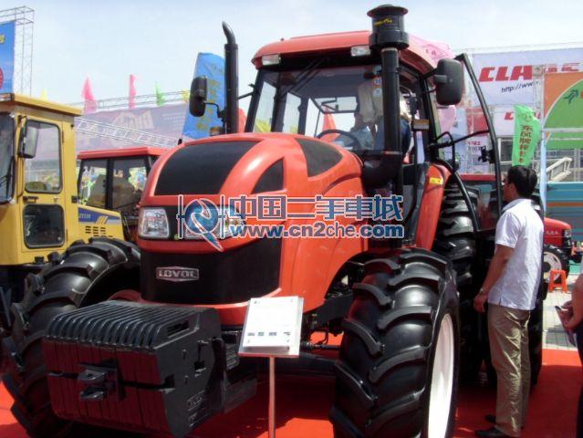 福田雷沃1254拖拉机 高清图片