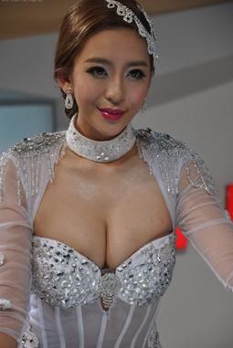 直击2014北京车展的美女车模们【组图】