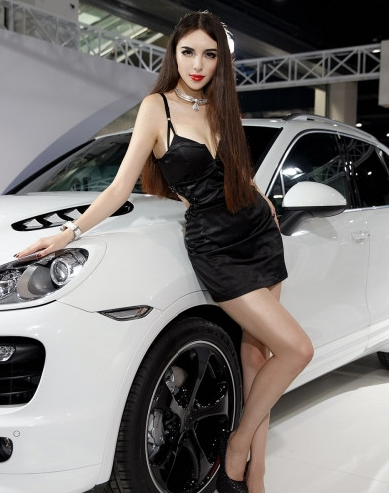 魅惑性感车模写真 金黑哪个更配白