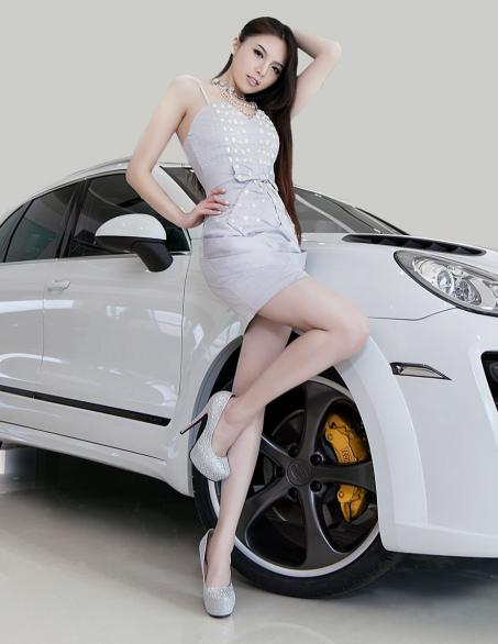 银白短裙的气质美女车模与保时捷卡宴的邂逅(上)