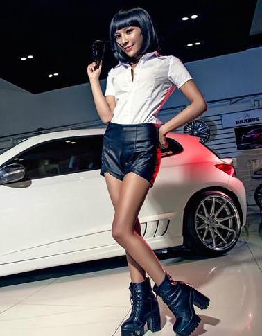 改装尚酷和时尚美女车模 黑白搭配最神秘