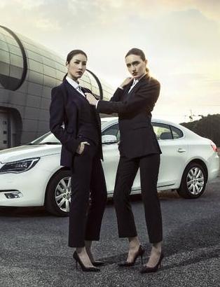 时尚车模 都市丽人3人组与轿车的时尚搭配