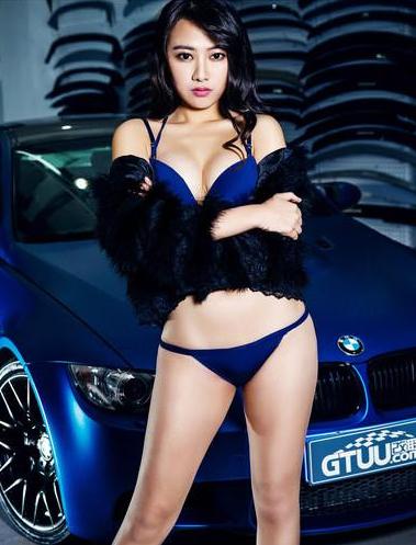 蓝色妖姬 蓝色宝马和蓝色比基尼性感车模
