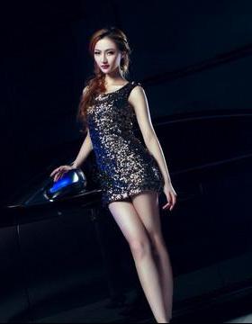 黑色系列 时尚短裙美女车模神秘亮相