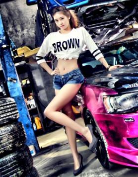 色彩斑斓汽车改装美女车模 活力四射的年龄