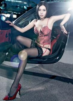 性感美女车模诱惑 车内美女大胆展示风情