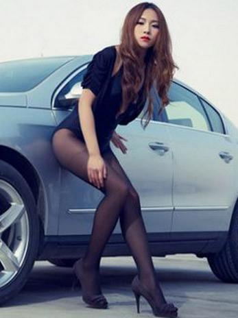 车是多余的长腿才主要 丝袜美腿美女车模分享