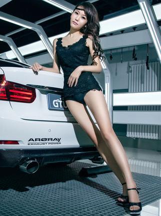 黑色性感内衣美女车模 白色轿车就是背景