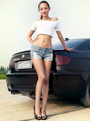 清凉夏日 热裤美女车模去除你的夏日烦恼