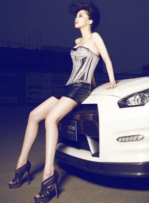 高冷美女车模 性感高挑长腿车模的魅力