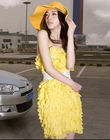 时尚美女车模展示外出旅游装扮 心动了吗?