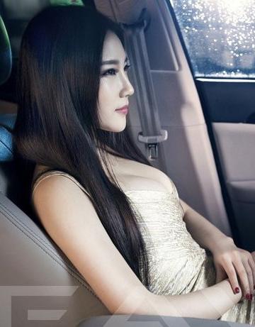 气质美女车模 东方佳丽高贵的车内坐姿