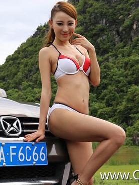 比基尼泳装性感美女车模 甜美微笑的美女
