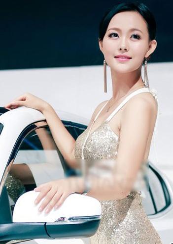 性感日韩美女车模 高贵的美女最吸引人