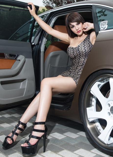 妖艳性感美女车模 大长腿美女撩动你的心