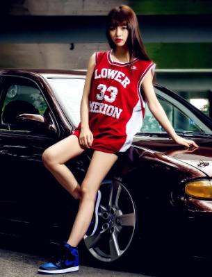 运动服青春美女车模 清纯美女青春的心