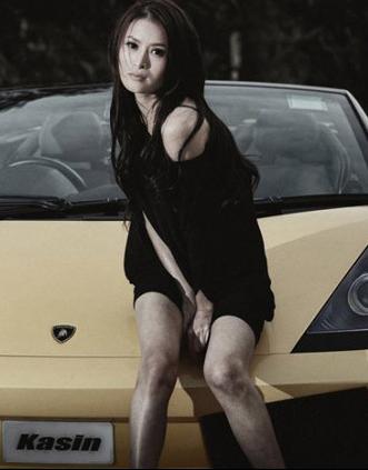 成熟美女车模 青春兰博基尼与熟女的碰撞